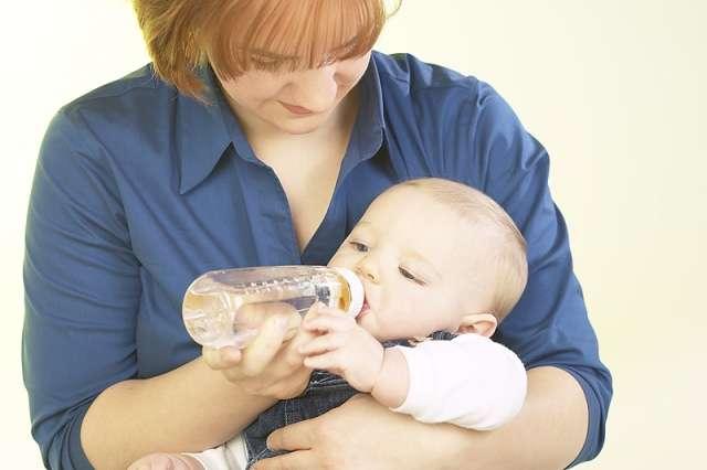 Поить ли малыша водой?