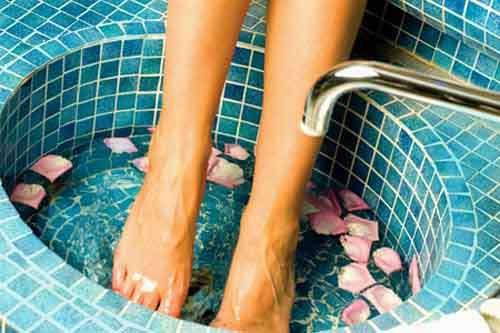 Красивые ноги – ванночки, массажный стол и специальные процедуры