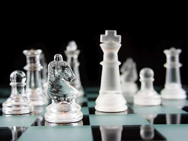 США играют в «Монополию», Россия – в шахматы