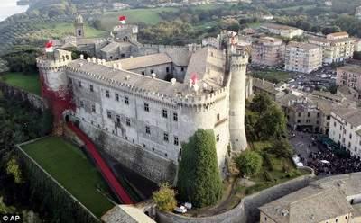 Историческая ценность: Замок Орсини-Одескальки в приозёрном городке Браччано, 27 миль до Рима, выставлен на продажу.