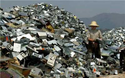 ewaste-pyramids-of-waste