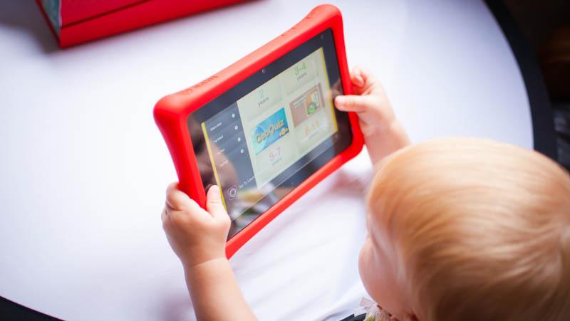 Детям стоит избегать использования планшетов