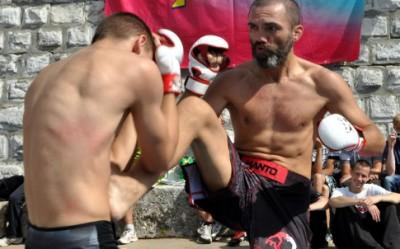 Вячеслав «Али Баба» Юровских участвует в одном из соревнований по MMA в России в месте, адрес которого не раскрывается.