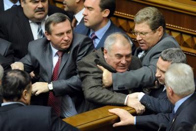 Украинского депутата осудили на 2 месяца за драку с милицией