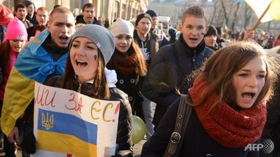 Волнения на Украине повышают риски кризиса её валюты