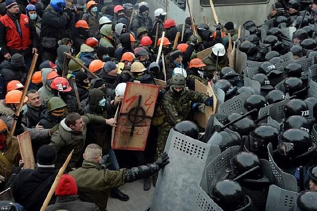 Украина: как мирные протесты превратились в ожесточённые бои, и что будет дальше