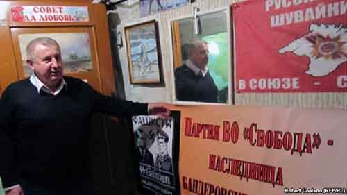 По мере углубления политического кризиса в Украине в Крыму набирает силу пророссийский сепаратизм