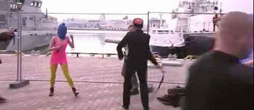 Казаки избили Pussy Riot плетьми