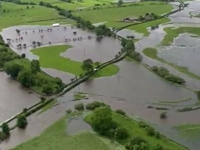 Наводнение в Англии не отступает