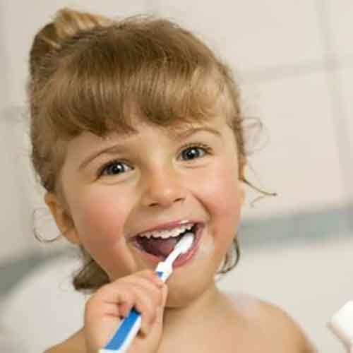 Как правильно выбирать зубную щетку для ребенка