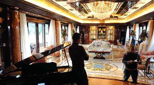 Отряды самообороны Киева от Центрального банка до дворца Януковича выслеживают мародёров