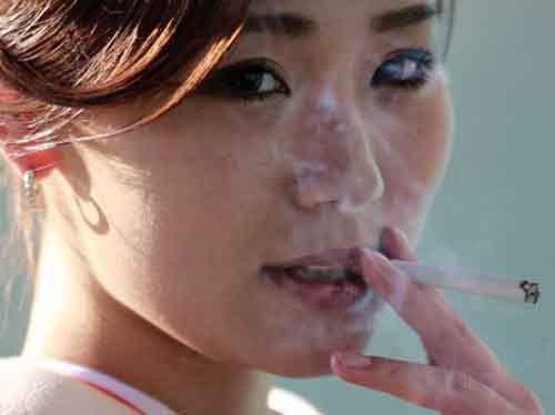 Курение повышает риск развития рака груди у молодых женщин
