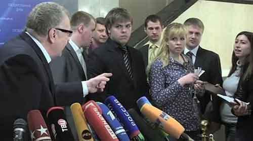 Жириновский предложил своим помощникам «жестоко изнасиловать» беременную журналистку прямо в стенах Госдумы