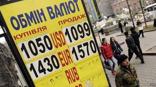 В этом году украинская валюта упала рекордно низко по отношению к доллару