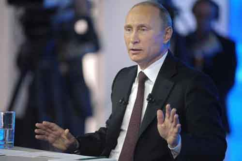 Президент России Владимир Путин во время «прямой линии», апрель 2014 года