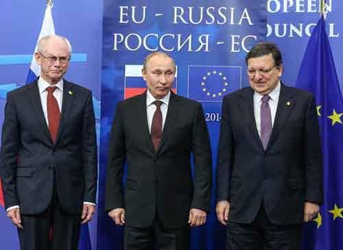 Путин поручил российским газовым и нефтяным компаниям в будущем полностью перейти на расчёты в рублях