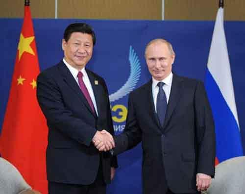Китайский президент  Си Цзиньпин во время встречи с российским коллегой Владимиром Путиным на индонезийском острове Бали, 7 октября 2013 года