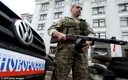 Граничащая с Россией Луганская область находится фактически под контролем повстанцев с начала апреля