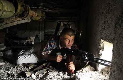 По сведениям киевских чиновников, в охваченном войной сепаратистском востоке под Луганском была атакована пограничная часть