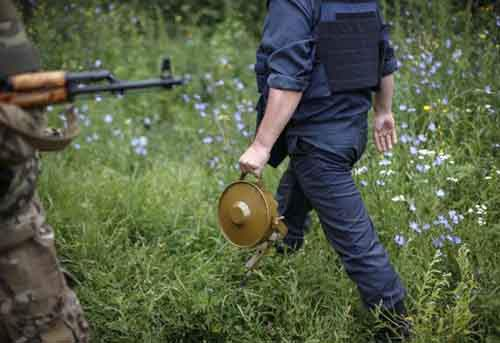 A sapper holds a land mine in Semenovka