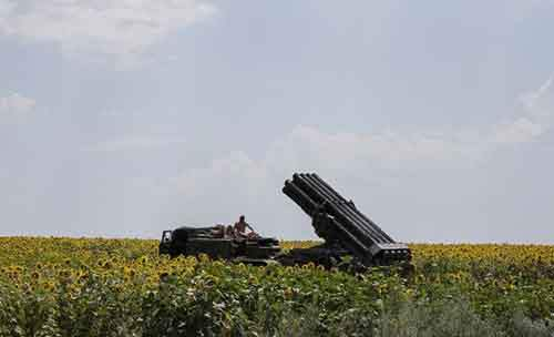 A Ukrainian rocket launcher is seen near the eastern Ukrainian city of Seversk
