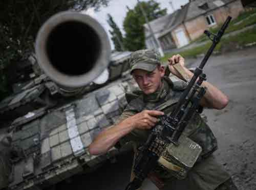 A Ukrainian soldier stands guard in the eastern Ukrainian town of Seversk