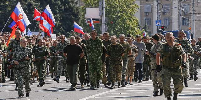 in-a-possible-war-crime-pro-russian-separatists-paraded-ukrainian-pows-through-downtown-donetsk