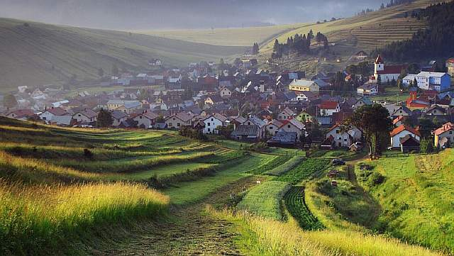 landscapes_cityscapes_fields_europe_town_slovakia_1920x1080_60257