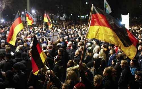 2014-12-15T232441Z_1_LYNXMPEABE12D_RTROPTP_4_GERMANY-PROTEST