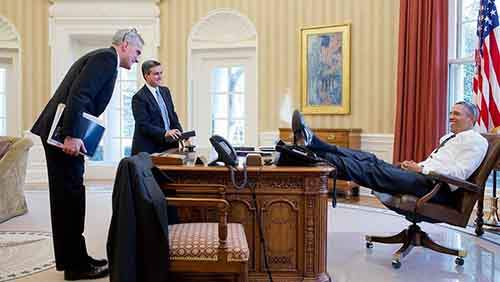 obama-foot-on-desk-3
