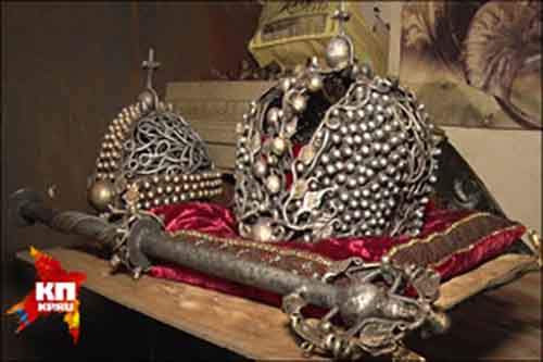 Replica-of-the-Russian-Crown-by-blacksmith-Viktor-Mikheev-photo-in-Komsomolskaia-Pravda-news-journal-in-Donbas-300x200