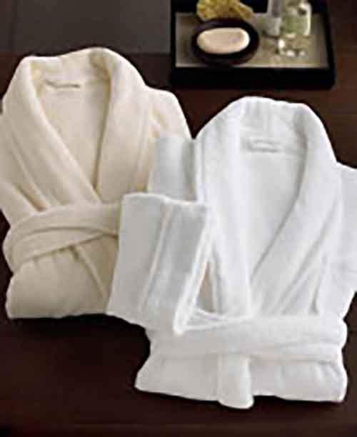 Банный халат: преимущества и критерии выбора