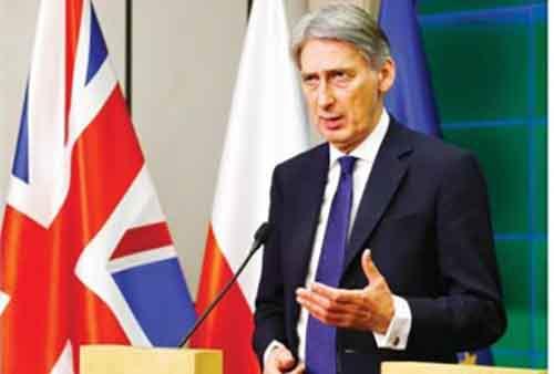 Министр иностранных дел Великобритании Филипп Хаммонд на пресс-конференции