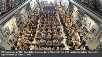 Американские войска в военно-транспортом самолёте перед отправкой в Афганистан, 27 марта 2012 года