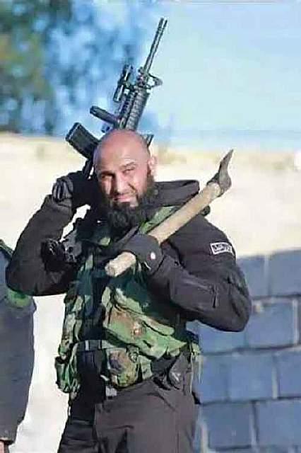 Кто такой Абу-Азраил? Это преподаватель университета, оставивший лекции ради джихада