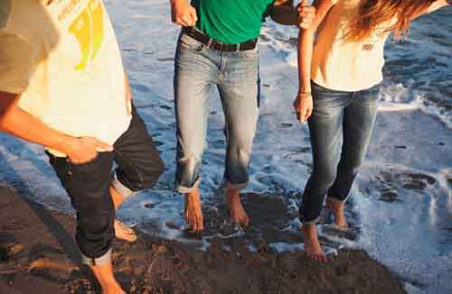 Женские джинсы – одевайтесь по моде