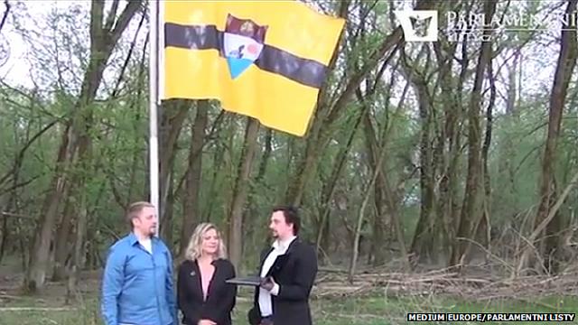 Вит Едличка (слева) собирается в скором времени  разработать Конституцию Либерланда