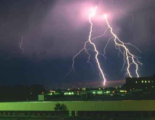 Как защитить здание от молний