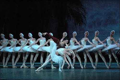 Билеты на балет «Лебединое озеро» позволят зрителю насладиться гениальной работой Григоровича