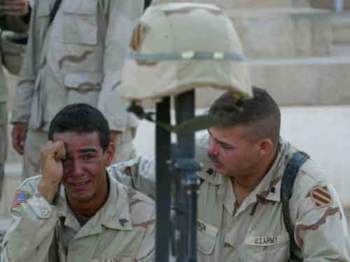 memorial-service-military-army-iraq-fallujah-soldier-crying