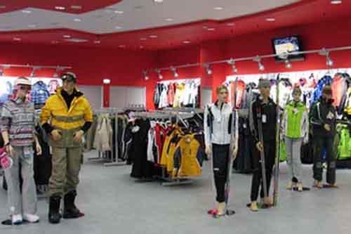 Спортивная одежда и обувь в магазине Sneaker-shop