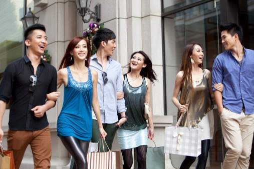young-chinese-shoppers-china-elite-focus