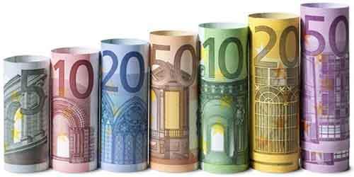 Согласно большинству прогнозов, курс доллара и евро продолжит расти в 2016 году