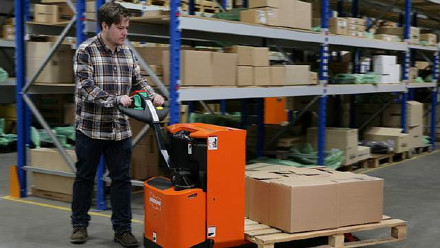 New-Doosan-Pallet-Trucks