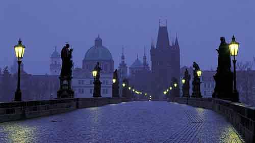 late-night-bridge-in-prague-298320