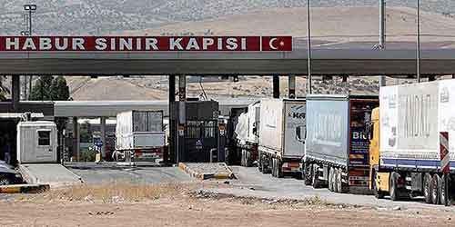 Trucks line up at Turkey's Habur border gate to Iraq July 6, 2014. Chaos in Iraq, where an Islamist insurgency threatens to dismember the country, has brought one of Turkey's key trade routes to a virtual halt. Turkish exports to Iraq fell 21 percent to $727 million in June, according to data from the Turkish Exporters Association (TIM), but the full extent of the drop-off in trade is only likely to be reflected in the figures over the coming months. Picture taken July 6, 2014. REUTERS/Osman Orsal (TURKEY - Tags: POLITICS BUSINESS)