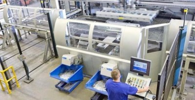 worker_operating_computer_controlled_machinery_in_factory_that_manufactures_aluminium_light_fittings_25952-420x215
