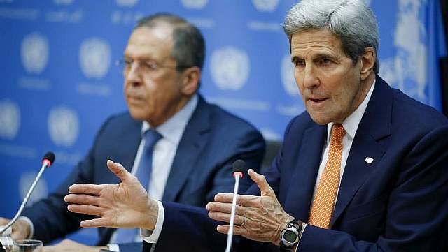 Госсекретарь США Джон Керри и министр иностранных дел России Сергей Лавров во время пресс-конференции в Штаб-квартире ООН в Нью-Йорке, 18 декабря 2015 года