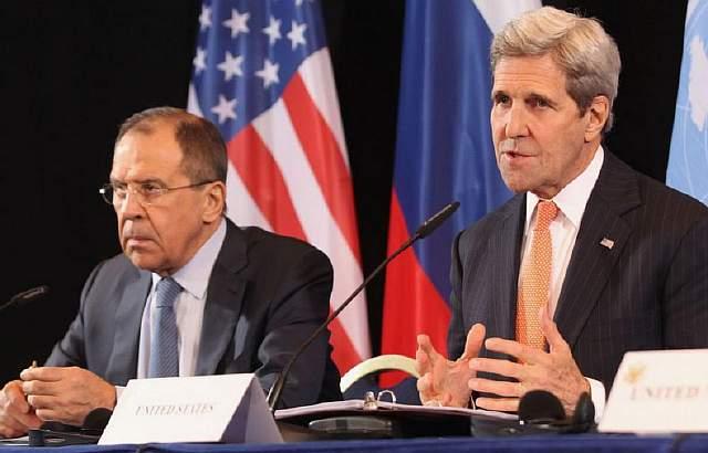 Российский министр иностранных дел Сергей Лавров и госсекретарь США Джон Керри во время встречи в Мюнхене, вторник, 16 февраля 2016 года