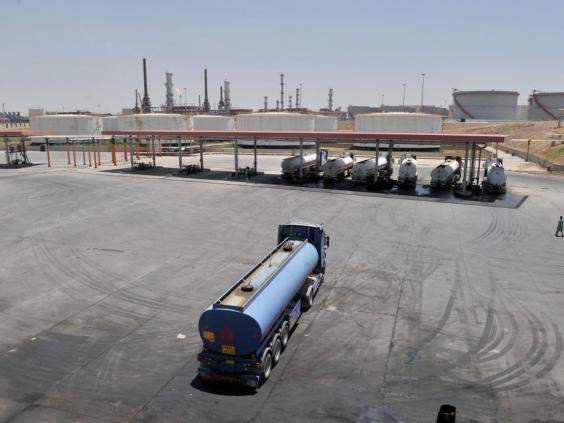 Атаки ДАИШ против нефтеперерабатывающих предприятий вызвали нехватку топлива